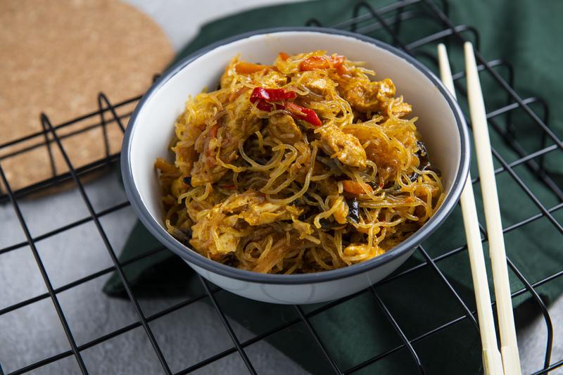 Makaron ryżowy z kurczakiem (300 g)