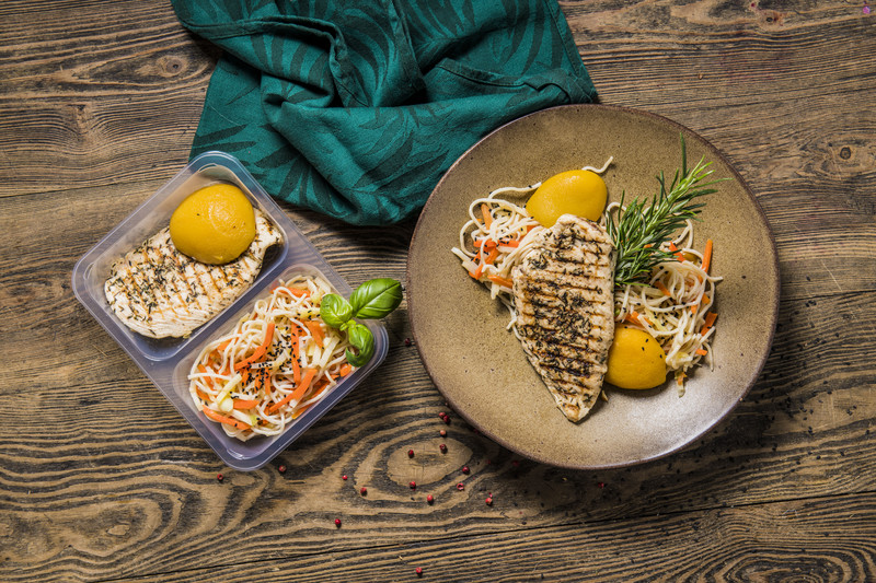 """Filet z kurczaka z makaronem ryżowym """"FIT"""" (350 g)"""