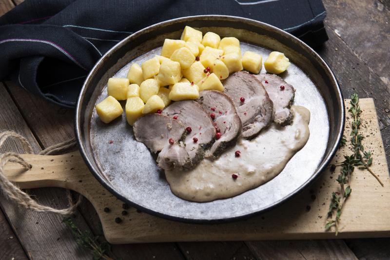 Pieczeń karkowa z kopytkami i sosem grzybowym (400 g)