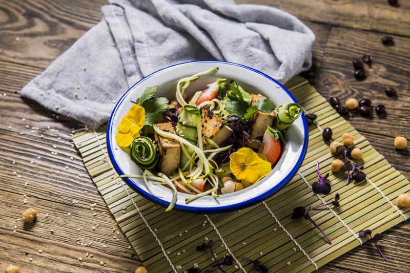 BOWL ciecierzyca z tofu i warzywami (1 szt)