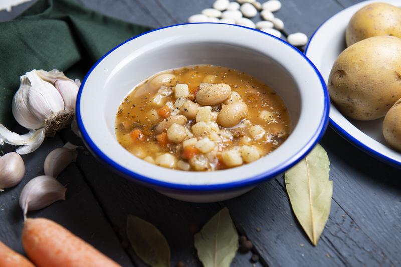 Zupa fasolowa z wiejską kiełbasą (460 ml)