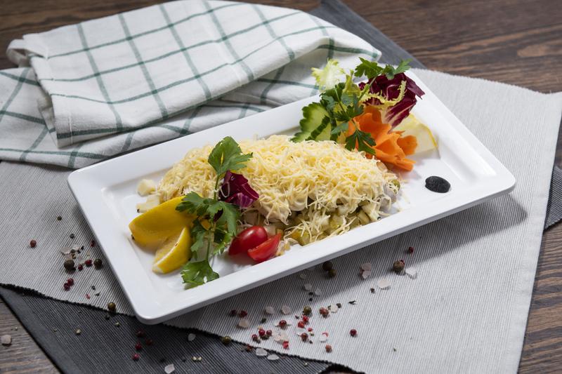 Śledź pod pierzynką z sera żółtego (0,4 kg)