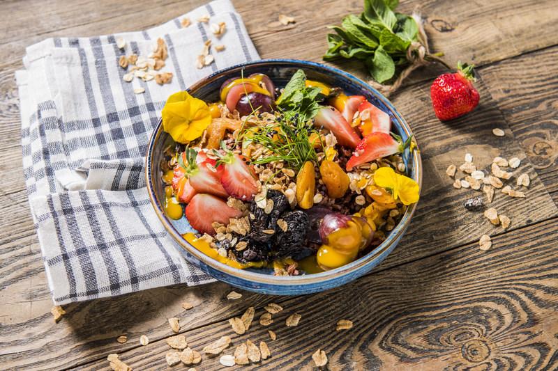 BOWL ryż brązowy z owocami świeżymi i suszonymi (1 szt)