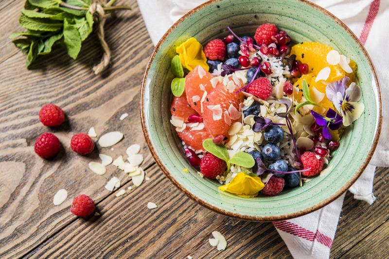 BOWL quinoa z owocami cytrusowymi i leśnymi (1 szt)